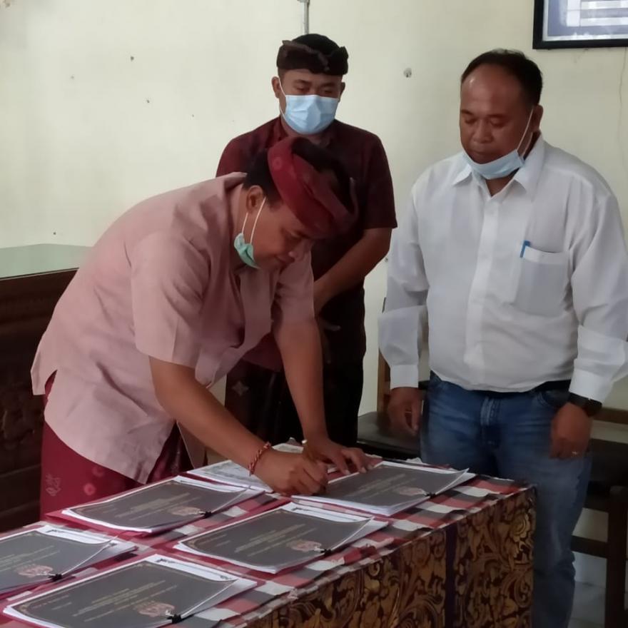 BUPATI BANGLI MONITORING DAN EVALUASI PROGRAM GGS DI PENINJOAN